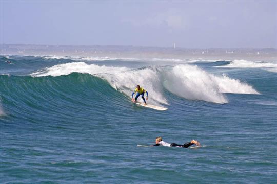Surf à la presqu'ile de La Torche Plomeur